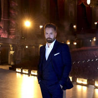 Image of Alfie Boe linking to their artist page due to link from them being at the top of the main table on this page