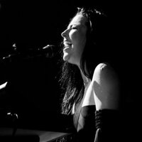 Avatar for the related artist Amy Lee