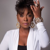 Image of Anita Baker linking to their artist page due to link from them being at the top of the main table on this page