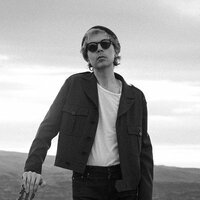 Image of Beck linking to their artist page due to link from them being at the top of the main table on this page