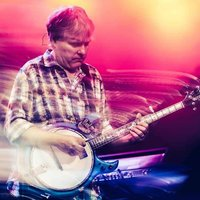 Image of Béla Fleck linking to their artist page due to link from them being at the top of the main table on this page
