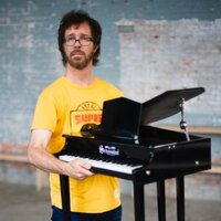 Image of Ben Folds linking to their artist page due to link from them being at the top of the main table on this page