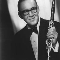 Image of Benny Goodman linking to their artist page due to link from them being at the top of the main table on this page