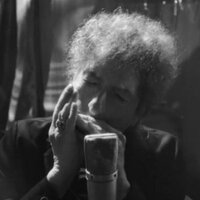 Image of Bob Dylan linking to their artist page due to link from them being at the top of the main table on this page
