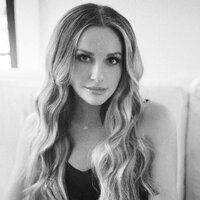 Avatar for the related artist Carly Pearce