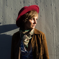 Avatar for the related artist Clare Bowen
