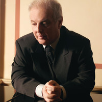 Image of Daniel Barenboim linking to their artist page due to link from them being at the top of the main table on this page