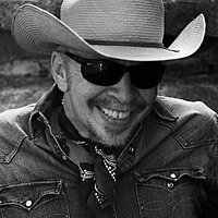 Image of Dave Alvin linking to their artist page due to link from them being at the top of the main table on this page