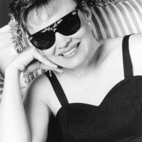 Image of Diane Schuur linking to their artist page due to link from them being at the top of the main table on this page
