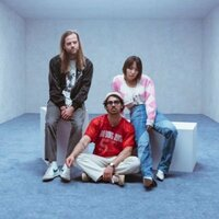 Image of DNCE linking to their artist page due to link from them being at the top of the main table on this page
