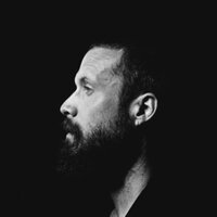 Image of Father John Misty linking to their artist page due to link from them being at the top of the main table on this page