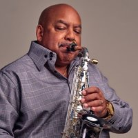 Image of Gerald Albright linking to their artist page due to link from them being at the top of the main table on this page