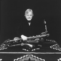 Image of Gerry Mulligan linking to their artist page due to link from them being at the top of the main table on this page