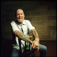 Image of Gregg Allman linking to their artist page due to link from them being at the top of the main table on this page