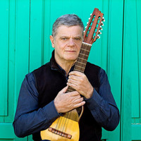 Image of Gustavo Santaolalla linking to their artist page due to link from them being at the top of the main table on this page