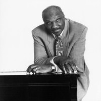Image of Harold Mabern linking to their artist page due to link from them being at the top of the main table on this page