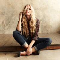 Avatar for the related artist Holly Williams