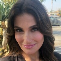 Image of Idina Menzel linking to their artist page due to link from them being at the top of the main table on this page
