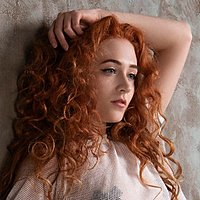Image of Janet Devlin linking to their artist page due to link from them being at the top of the main table on this page