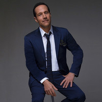 Image of Jim Brickman linking to their artist page due to link from them being at the top of the main table on this page