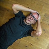 Image of John Acquaviva linking to their artist page due to link from them being at the top of the main table on this page