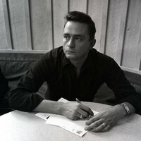 Image of Johnny Cash linking to their artist page due to link from them being at the top of the main table on this page