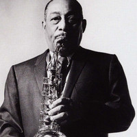 Image of Johnny Hodges linking to their artist page due to link from them being at the top of the main table on this page