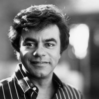 Image of Johnny Mathis linking to their artist page due to link from them being at the top of the main table on this page