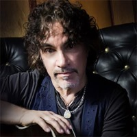 Image of John Oates linking to their artist page due to link from them being at the top of the main table on this page