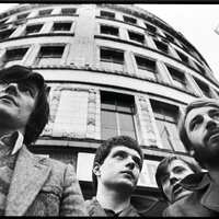 Image of Joy Division linking to their artist page due to link from them being at the top of the main table on this page