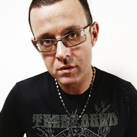 Image of Judge Jules linking to their artist page due to link from them being at the top of the main table on this page