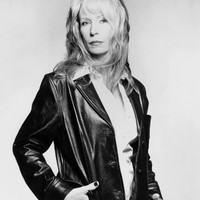 Image of Juice Newton linking to their artist page due to link from them being at the top of the main table on this page