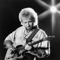 Image of Keith Whitley linking to their artist page due to link from them being at the top of the main table on this page