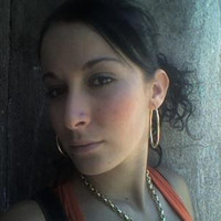 Avatar for the related artist Kenza Farah