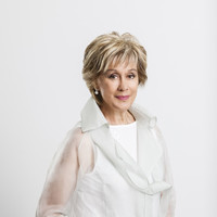 Image of Kiri Te Kanawa linking to their artist page due to link from them being at the top of the main table on this page