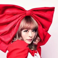 Image of Kyary Pamyu Pamyu linking to their artist page due to link from them being at the top of the main table on this page