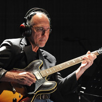 Image of Larry Carlton linking to their artist page due to link from them being at the top of the main table on this page