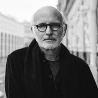 Image of Ludovico Einaudi linking to their artist page due to link from them being at the top of the main table on this page