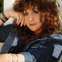 Image of Maria Muldaur linking to their artist page due to link from them being at the top of the main table on this page