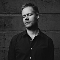 Image of Max Richter linking to their artist page due to link from them being at the top of the main table on this page