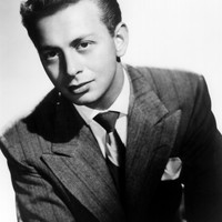 Image of Mel Tormé linking to their artist page due to link from them being at the top of the main table on this page