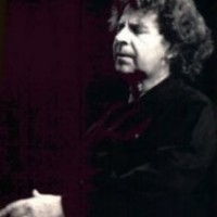 Image of Mikis Theodorakis linking to their artist page due to link from them being at the top of the main table on this page