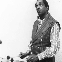 Image of Milt Jackson linking to their artist page due to link from them being at the top of the main table on this page