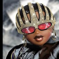Image of Missy Elliott linking to their artist page due to link from them being at the top of the main table on this page