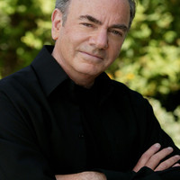 Image of Neil Diamond linking to their artist page due to link from them being at the top of the main table on this page