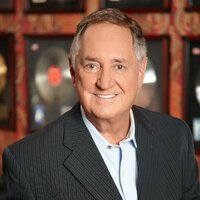 Image of Neil Sedaka linking to their artist page due to link from them being at the top of the main table on this page