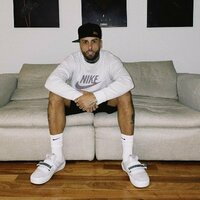 Image of Nicky Jam linking to their artist page due to link from them being at the top of the main table on this page