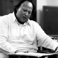 Image of Nusrat Fateh Ali Khan linking to their artist page due to link from them being at the top of the main table on this page