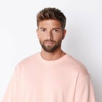 Image of Pablo Alborán linking to their artist page due to link from them being at the top of the main table on this page