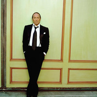 Image of Paul Anka linking to their artist page due to link from them being at the top of the main table on this page